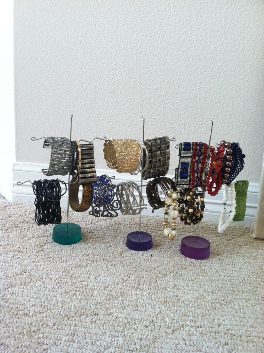 Jewelry holders for bracelets